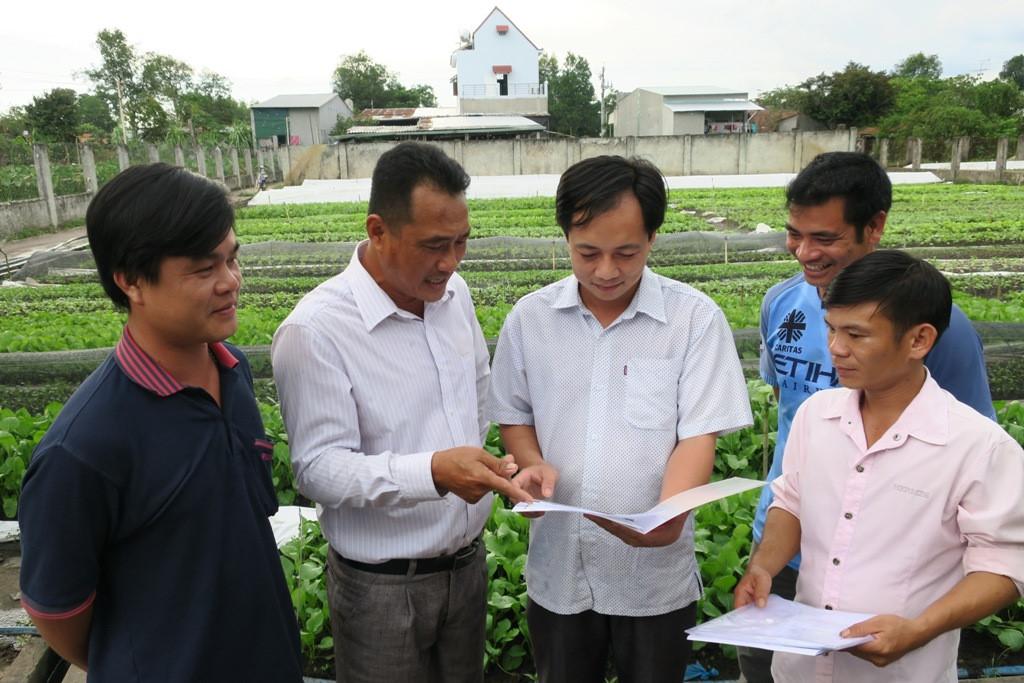 Các xã viên đều có cam kết thực hiện đúng quy trình sản xuất để giữ vững thương hiệu rau an toàn Trà Tân.