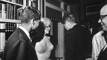 Clip sex cua Marilyn Monroe va anh em nha Kennedy duoc dau gia - Anh 2