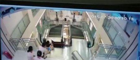 Video: Tai nan thang cuon kinh hoang khien me bi 'nuot chung' - Anh 3