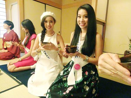 Thuy Van bat khoc khi hoc mua Sakura tai Hoa hau Quoc te 2015 - Anh 3