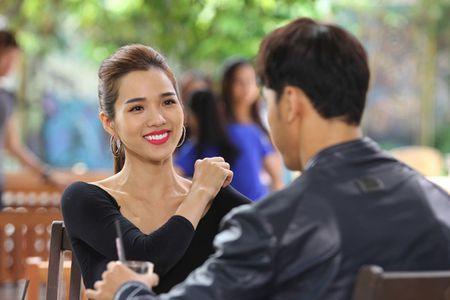 Kim Cuong - Ung Hoang Phuc dua tinh yeu ngoai doi len phim - Anh 1