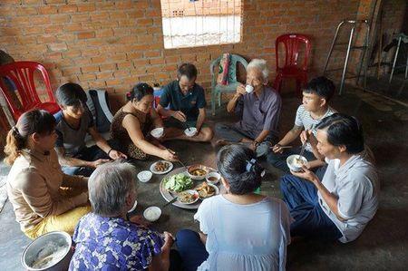 Ngay ve cua Huynh Van Nen - Anh 1