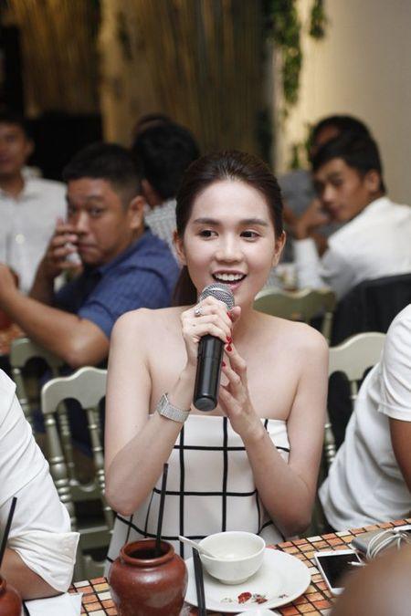 Ngoc Trinh bat ngo khoe giong hat - Anh 5