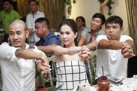 Ngoc Trinh bat ngo khoe giong hat - Anh 8