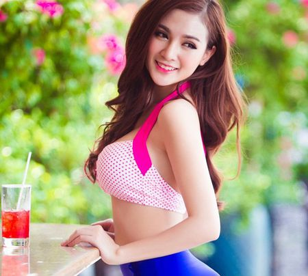"""Can canh hot girl Kelly sau 5 lan """"dao keo"""" - Anh 5"""