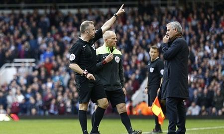 Chelsea tham bai, Mourinho bi duoi, an tram lo lung dau - Anh 6