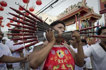 Rung minh canh hanh xac trong le hoi an chay o Thai Lan - Anh 4