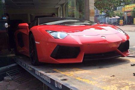 Lamborghini mui tran 24,5 ty lan banh tren pho Viet - Anh 3