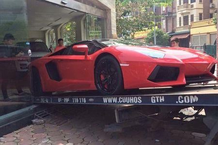 Lamborghini mui tran 24,5 ty lan banh tren pho Viet - Anh 4