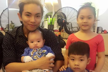 Nhung khoanh khac dang yeu cua Phan Hien ben con trai - Anh 10