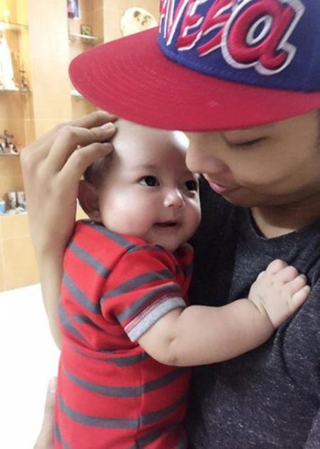 Nhung khoanh khac dang yeu cua Phan Hien ben con trai - Anh 8
