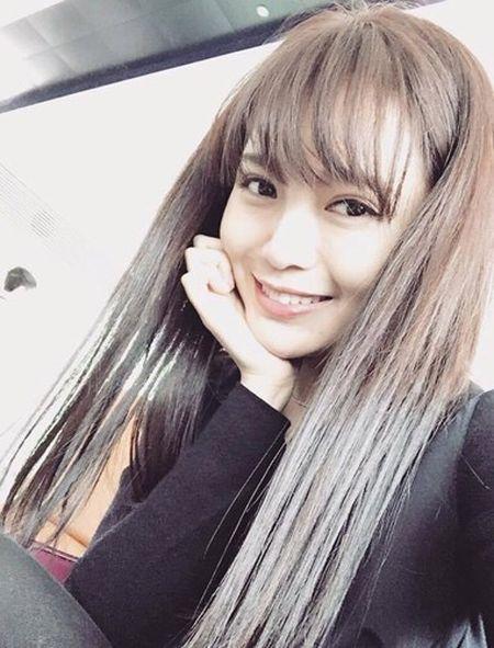 Hot girl fan MU Tu Linh khac la voi mai toc dai - Anh 2