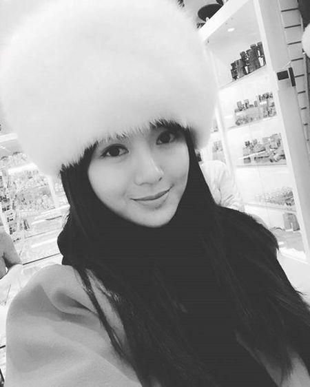 Hot girl fan MU Tu Linh khac la voi mai toc dai - Anh 3