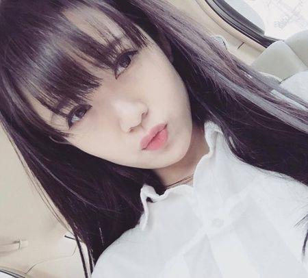 Hot girl fan MU Tu Linh khac la voi mai toc dai - Anh 4