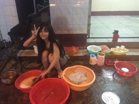 Say nang ve xinh xan cua hot girl ban chao, rua bat - Anh 6