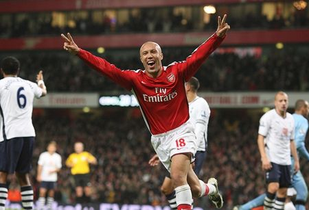 Top 6 hop dong gay shock nhat lich su Arsenal duoi thoi Arsene Wenger - Anh 1