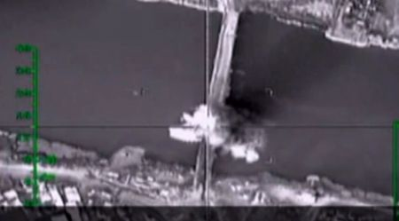 Khong quan Nga danh bom sap duong tiep te cua IS - Anh 1