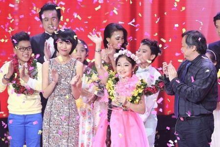 Trinh Nguyen Hong Minh dang quang Quan quan Giong hat Viet nhi 2015 - Anh 1