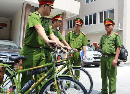 Duong pho Ha Noi the nao sau mot thang cong an tuan tra bang xe dap? - Anh 1