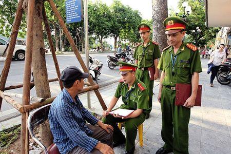 Duong pho Ha Noi the nao sau mot thang cong an tuan tra bang xe dap? - Anh 2