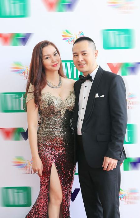 Ca si Ngoc Anh lai khoe vong 1 cang tron goi cam - Anh 4