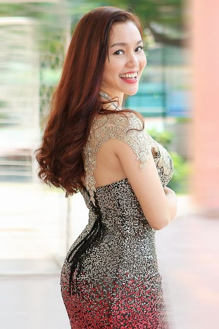 Ca si Ngoc Anh lai khoe vong 1 cang tron goi cam - Anh 6