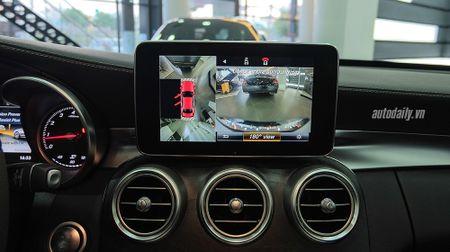 Anh chi tiet Mercedes C300 AMG 2015 tai Viet Nam - Anh 10