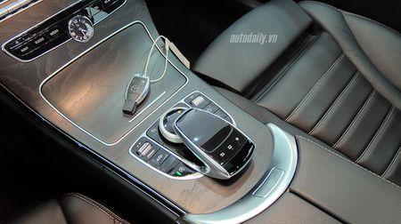 Anh chi tiet Mercedes C300 AMG 2015 tai Viet Nam - Anh 12