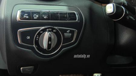 Anh chi tiet Mercedes C300 AMG 2015 tai Viet Nam - Anh 13