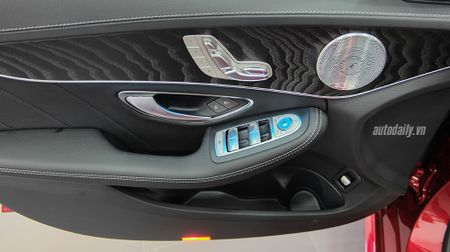 Anh chi tiet Mercedes C300 AMG 2015 tai Viet Nam - Anh 14