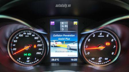 Anh chi tiet Mercedes C300 AMG 2015 tai Viet Nam - Anh 16