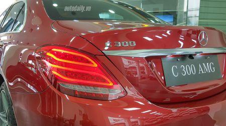 Anh chi tiet Mercedes C300 AMG 2015 tai Viet Nam - Anh 7