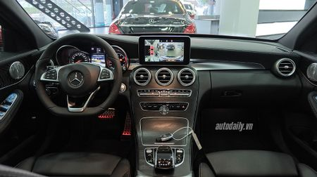 Anh chi tiet Mercedes C300 AMG 2015 tai Viet Nam - Anh 9