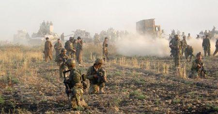 Iraq: Giai cuu thanh cong 70 con tin sap bi IS hanh quyet - Anh 1