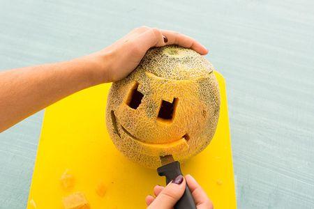 Trang tri Halloween voi den long trai cay tu khac - Anh 7