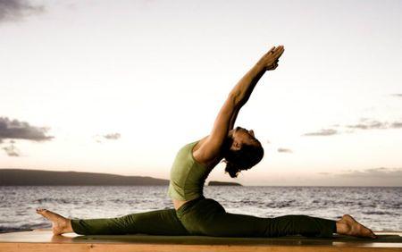 Bi quyet tap yoga dung cach de chi em khong bi met - Anh 1