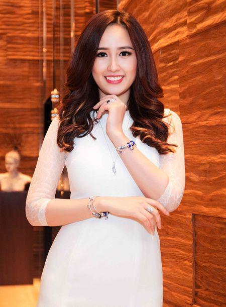 """Mai Phuong Thuy """"chuong"""" mot dam ngan khoe chan dai thang tap - Anh 4"""