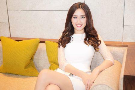 """Mai Phuong Thuy """"chuong"""" mot dam ngan khoe chan dai thang tap - Anh 5"""