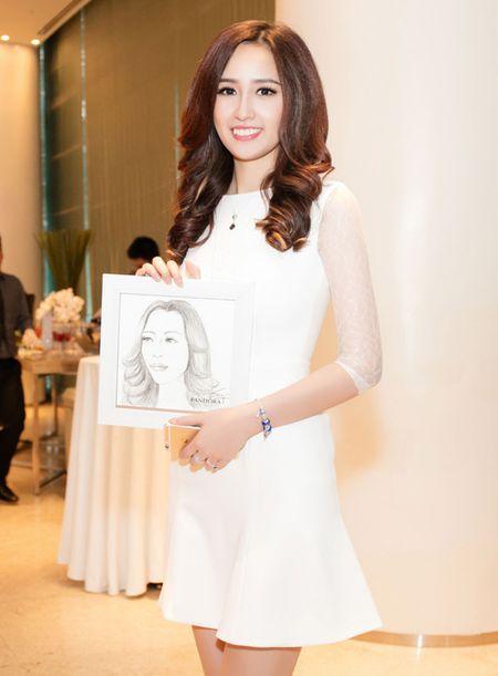 """Mai Phuong Thuy """"chuong"""" mot dam ngan khoe chan dai thang tap - Anh 7"""