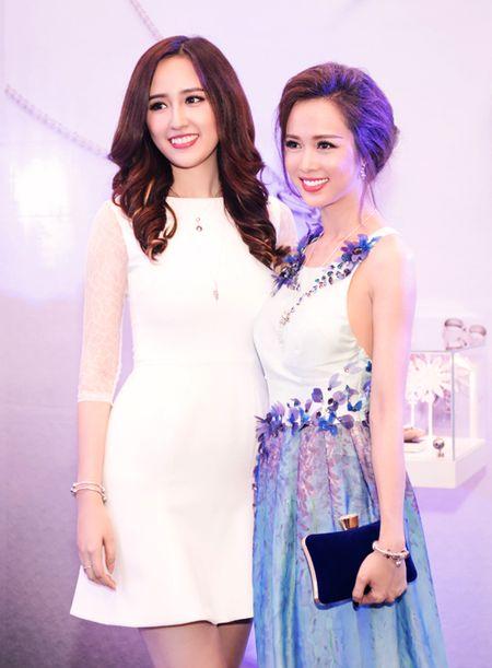 """Mai Phuong Thuy """"chuong"""" mot dam ngan khoe chan dai thang tap - Anh 8"""