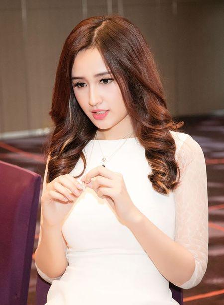 """Mai Phuong Thuy """"chuong"""" mot dam ngan khoe chan dai thang tap - Anh 9"""