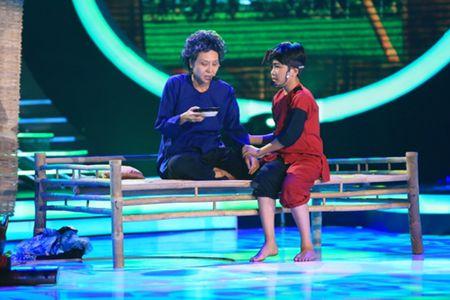 """Hoai Linh roi le tren """"ghe nong"""" Guong mat than quen nhi - Anh 1"""