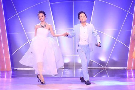 Dam Vinh Hung bat ngo tu tay trang diem, lam toc cho Hoai Linh - Anh 13