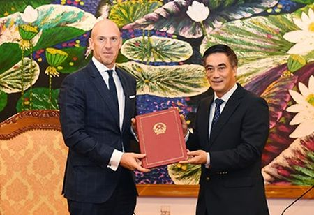 AIA chi 1.370 ty dong mua trai phieu chinh phu - Anh 1