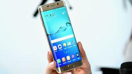 Galaxy S6 Edge+ 'so gang' cung voi iPhone 6S Plus - Anh 2