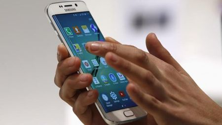 Galaxy S6 Edge+ 'so gang' cung voi iPhone 6S Plus - Anh 3