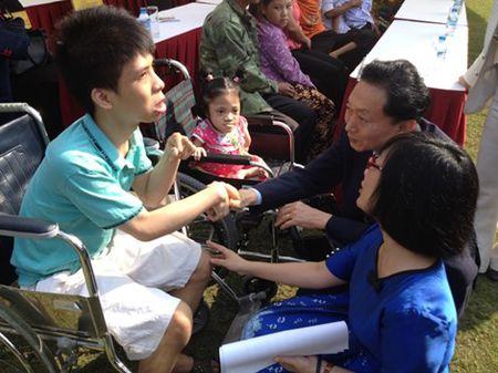 Cuu Thu tuong Nhat Ban trao tang 50 xe lan o Viet Nam - Anh 3