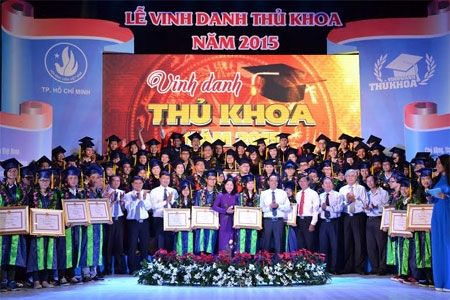 TP Ho Chi Minh Vinh danh 85 thu khoa nam 2015 - Anh 1