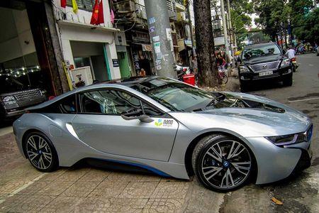 BMW i8 mau bac dau tien gia 5,5 ty dong o Sai Gon - Anh 1