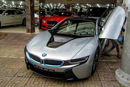 BMW i8 mau bac dau tien gia 5,5 ty dong o Sai Gon - Anh 2
